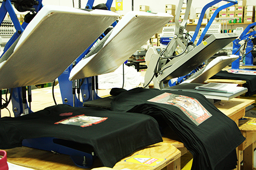 Custom t-shirts on digital print machines. Print from a minimum to 1 t-shirt with your custom logo.