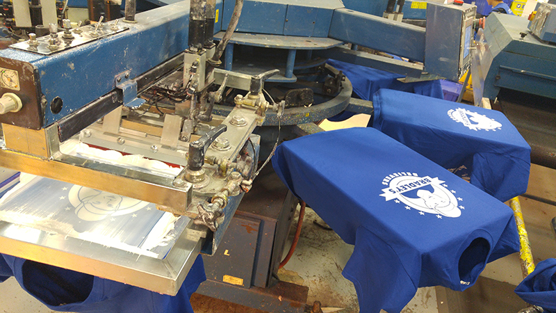 Screen-printing custom t-shirts for JDRF non-profit organization.