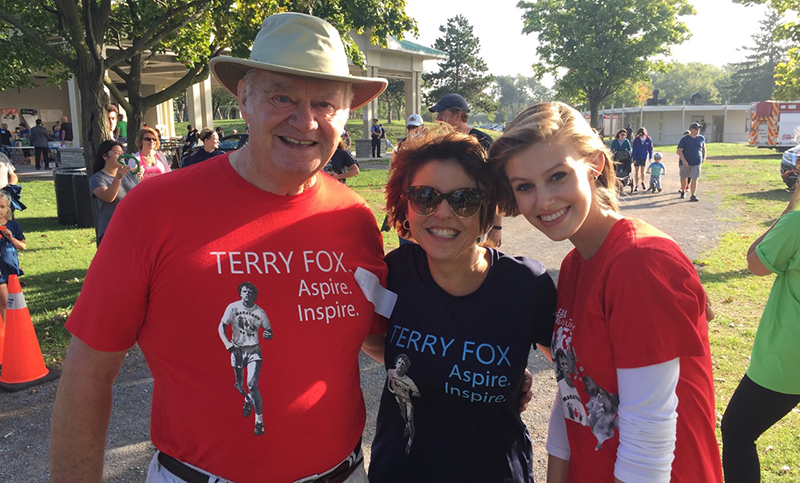 Terry fox run participants wearing custom printed t-shirts from Entripy.